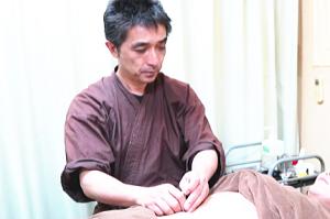鍼による腹部の調整