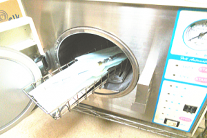 高圧蒸気滅菌器による滅菌